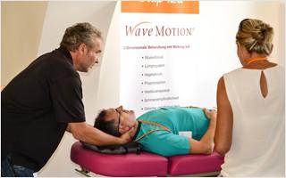 Matthias Kühl präsentiert die WaveMOTION-Behandlung beim Workshopwochenende der FAFO. | Clap Tzu