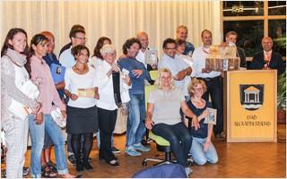 Die Gewinner und Sponsoren der Tombola vereint beim Workshopwochenende der freien Akademie für Osteopathie in Bad Alexandersbad. | Clap Tzu
