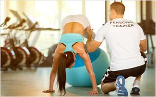 Einzeltraining mit einem ausgebildeten Personal Trainer ist optimal auf Ihren Fitnessstatus abgestimmt und Sie werden intensiv betreut und motiviert.